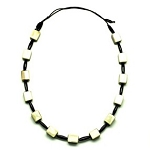 Q12982 WATER BUFFALO TWO TONE SQUARE BEADS HORN NECKLACE