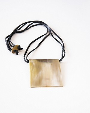 RECTANGLE HORN NECKLACE
